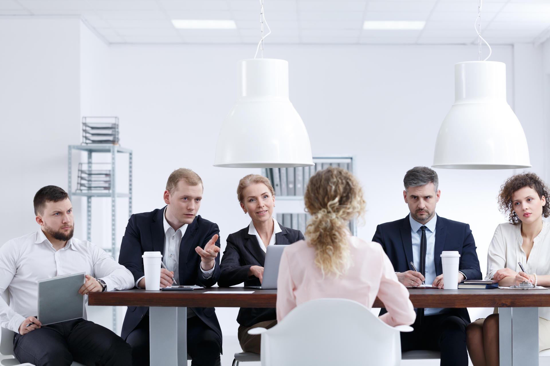 Se aplica de manera trimestral y consiste en una evaluación integral que mide las competencias y desempeño de los colaboradores en el entorno laboral. Tiene la finalidad de identificar las fortalezas y debilidades para mejorar su desempeño y comportamiento de una manera más objetiva.